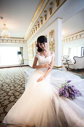 váy cưới đẹp chụp cô dâu duyên dáng